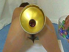Elmer vrouw extreme glazen bollen om haar kont te vullen
