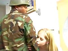 Haley Scott Getsissä BBC lelusta sotilas