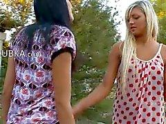 Lesbo tytöt levitä emättimen reikää