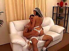 Guy undervisning flickvän hur man knullar innan gift
