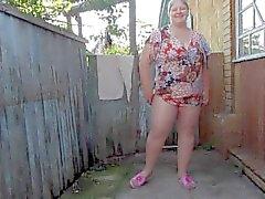 madre rusa de meando en la medias de nylon.