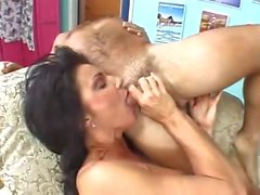 DEAUXMA Sexy BIG TiTTeD MILF