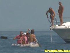 Juegos de playa europeos con nymphomaniac bikini babes