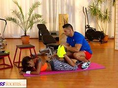 Salle de fitness Coq de gymnastique pour les fesses noires Milf