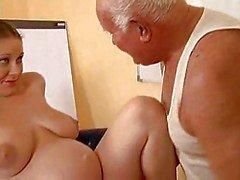 Grandpa fout une fille enceinte