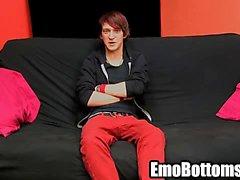 Emo minet Andy de Kay en tirant sur ensuite sa queue rocheuse