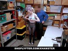 ShopLyfter - Shoplifting Teen noudattaa turvapäällikkö