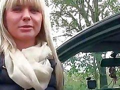 Sexy Tsjechisch meisje achterbank geneukt voor contant geld