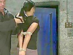 Defiant flicka straffas och körd