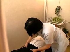 Akane Yoshinaga Un étudiant asiatique en uniforme