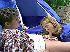 Blair Goes Camping en kan niet geloven Ze krijgt anale