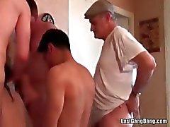 Pik vulling mature orgie
