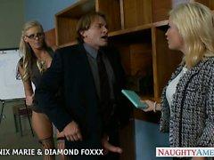 Blondes Phénix Marie et Diamond Foxxx baisent quatuor