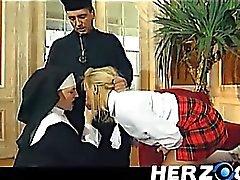 Colegiala Bavarian y la monja portazo disco por el padre