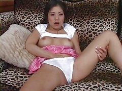 Caliente masturbándose chica asiática y follar anal
