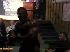 musclebull Gast posiert
