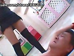 Missbraucht mit Socke Anbetung und Gesicht sitzt japanischen Pervers wird gefangen