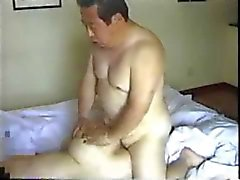 Japanse Oudere man neukt zijn secretaresse