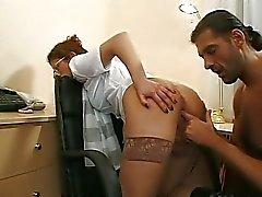 Anaal in het kantoor met een schatje Mimi