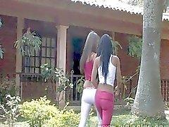 Tiener lesbische Pret hebben in openlucht met Sexy Latinas