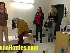 Drie tieners en een dick op de casting
