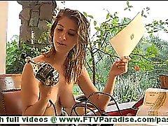 Карина озорной светлые голым играющая киска со странной вибраторе