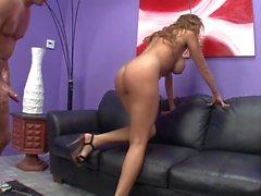 Alanah Rae Busty Babe aime les Big Dicks