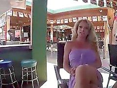 stora bröst blondin avsugning gruppsex