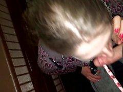 Brandi Eve Saugen Hahn im Hotel Treppenhaus !!