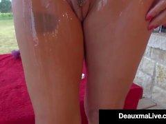 Busty Cougar Deauxma Aceites y ejercicios Nude On Her Porch!