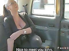 Tits mostro Amateur britannica a in taxi