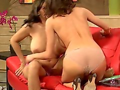 Veronica seduces Raylene
