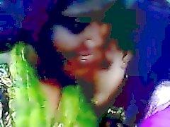 Del desi bangladeshí Lesbian Lima Akhter y la Kaniz se besa