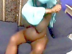 Embarazada ébano con enormes boobs obtiene coño slammed