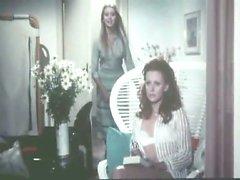 Gloria Гуида сначала замечен голышом на душе, показала ей