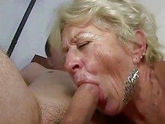 Mémé et garçon profiter baise hard
