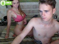 novia amateur morena masturbándose en la webcam