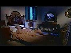 Hermosa morena italiano folla hombre mayor en el dormitorio!