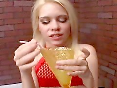 Kissy gokkun - enorme cum drinken