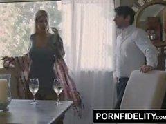 PORNFIDELITY Bridgette B accoglie con favore il fratello casa