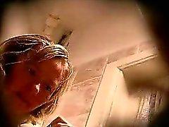Spying mamá en el baño Anita de 1fuckdatecom