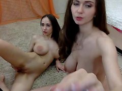 Lesbisk Eva Angel lickar stora bröst