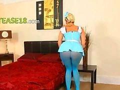 Blauwe nylon panty en blondie plagen