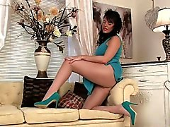 brunetta hd masturbazione milf