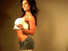 Di Denise Milani sexy di Top bianca - per non nudi