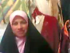 Arabische vrouw in winkel