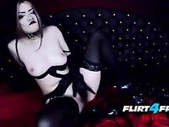 Morena se masturba en solitario en lencería