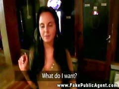 Bargirl hace una mamada público en