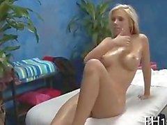 Bibis Jones (auch bekannt als Britney Bet ) geben dem Schlucken cum nach anale Massage