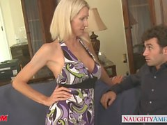 Tattooed blond mom Emma Starr verdammte